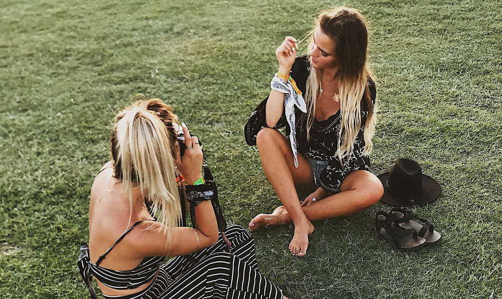 Twins Tess and Sarah Behannon at Coachella