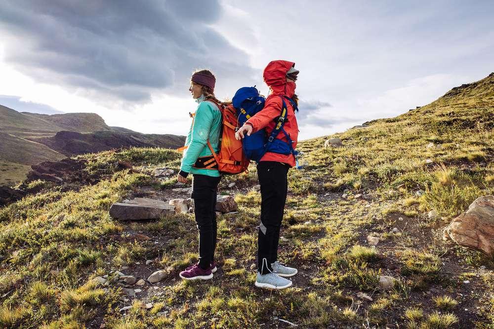 Two women hiking Los Cuernos