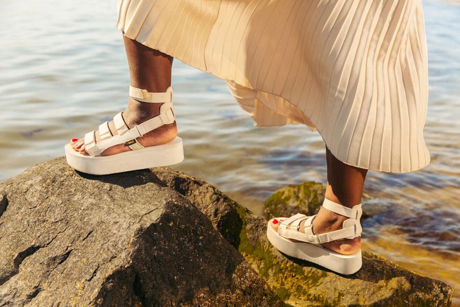 Flatform Mevia sandals.